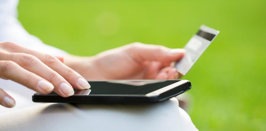 Как выгоднее покупать: в офлайн или онлайн?